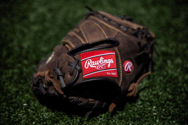 Rawlings patch on the wrist strap of a Rawlings Player Preferred recreational catcher's mitt - SKU: PCM30