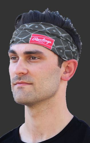 A guy wearing a graphite Rawlings multi-purpose neck gaiter as a head band - SKU: RC40005-005