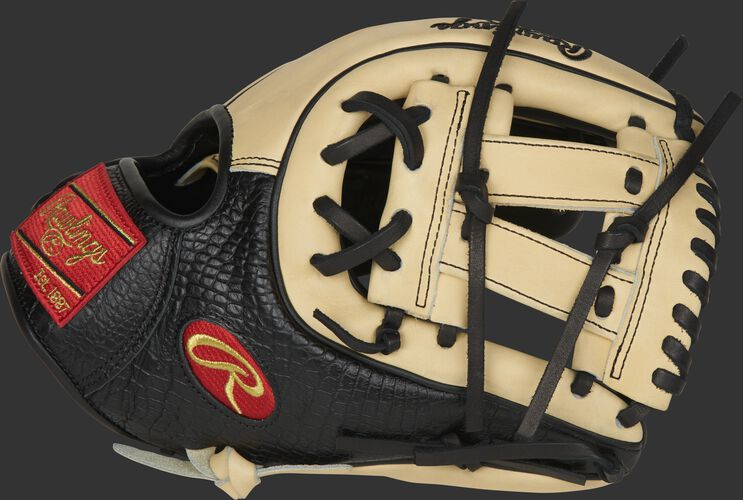 A 2020 11.5-Inch Heart of the Hide Exclusive Croc glove with black, croc-embossed thumb with a camel V-web - SKU: PRO314-7BCC