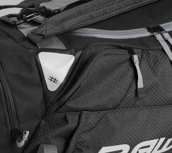 Side accessory pocket on a black R601 Rawlings hybrid bag