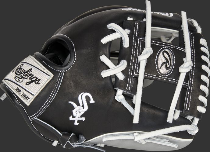 Thumb of a 2021 Chicago White Sox Heart of the Hide glove with the White Sox logo on the thumb - SKU: RSGPRO204-2CHW