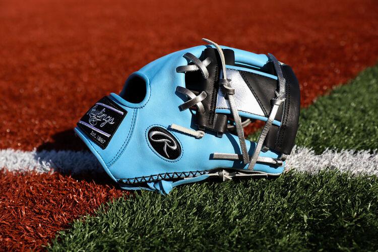 Thumb side of a Columbia blue/black HOH ColorSync 5.0 I-web glove on a field - SKU: PRO204-2BCB